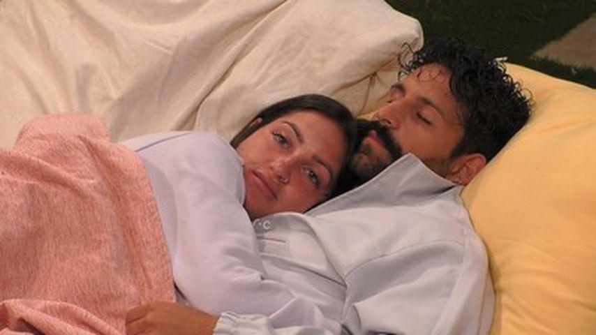 Maddi und Arman kuscheln
