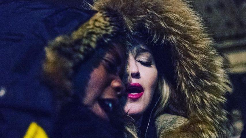 Überraschungskonzert in Paris: Madonna singt für den Frieden
