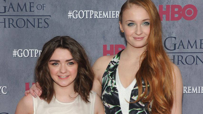 "Maisie Williams und Sophie Turner bei der ""Game of Thrones""-Premiere in New York City"