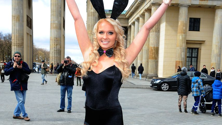 Mandy Lange vor dem Brandenburger Tor