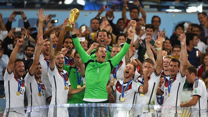Begehrter WM-Pokal: So viel ist die Fußball-Trophäe wert!