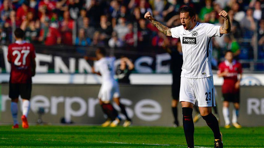 Nach Tumor-Schock: Marco Russ' Eintracht schafft Relegation!