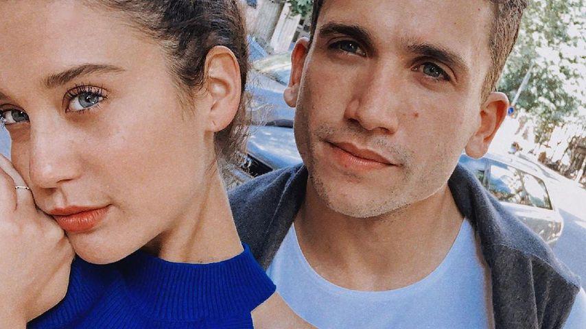 Die Schauspieler María Pedraza und Jaime Lorente