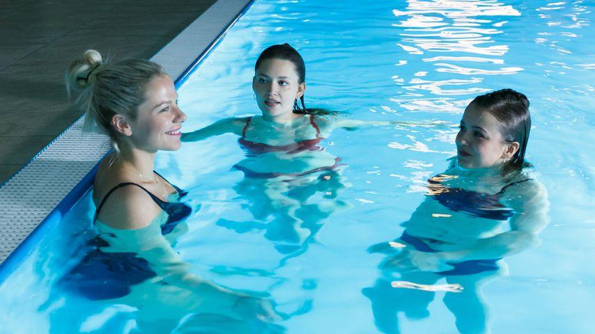 Marie (Cheyenne Pahde), Nathalie (Amrei Haardt) und Lucie (Julia Wiedemann) bei AWZ