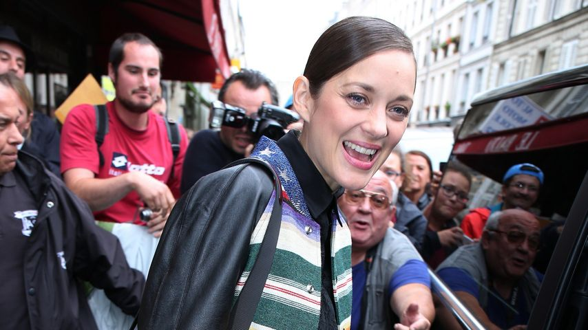 Marion Cotillard beim Verlassen eines TV-Studios in Paris