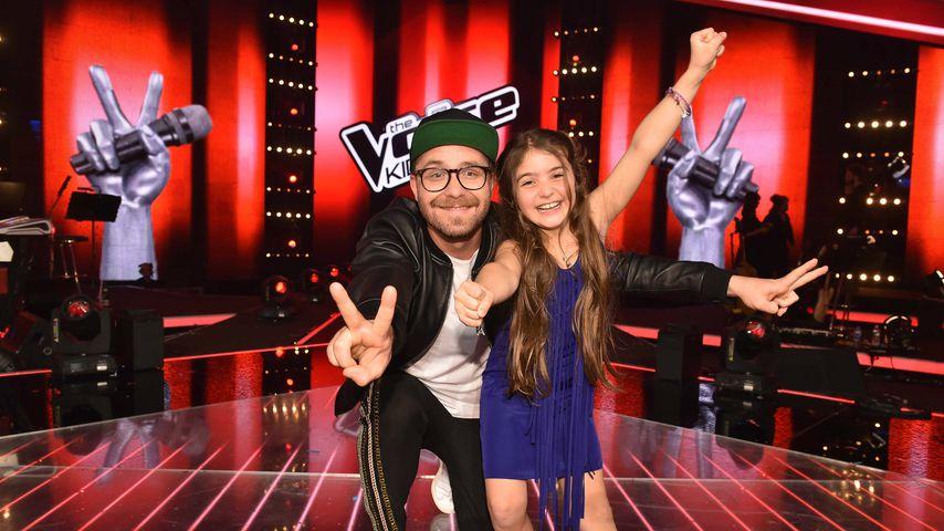 """Mark Forster und Gewinnerin Anisa beim """"The Voice Kids""""-Finale 2018"""