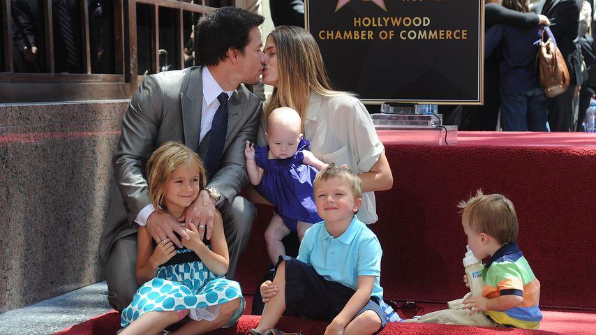 Mark Wahlberg mit seiner Frau Rhea Durham und ihren vier Kindern