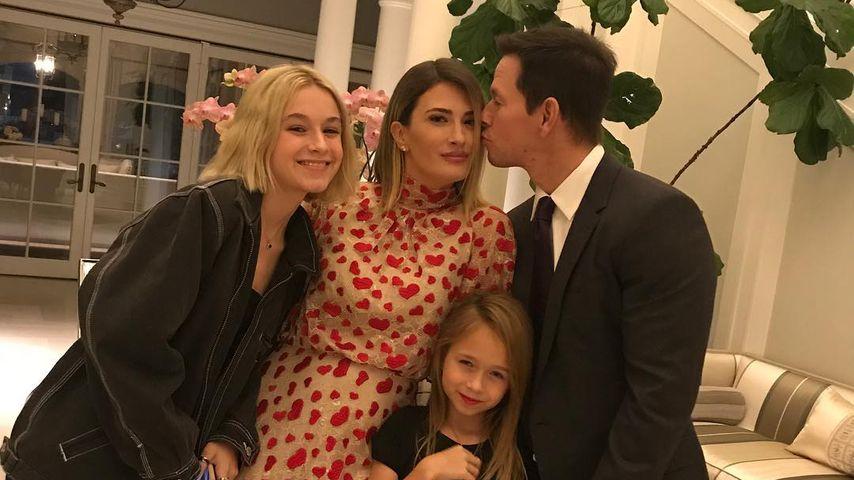 Mark Wahlberg und Rhea Durham mit ihren Töchtern Ella und Grace im November 2018