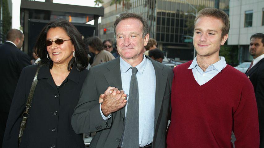 Marsha Garces, Robin Williams und Zachary Pym Williams im August 2002