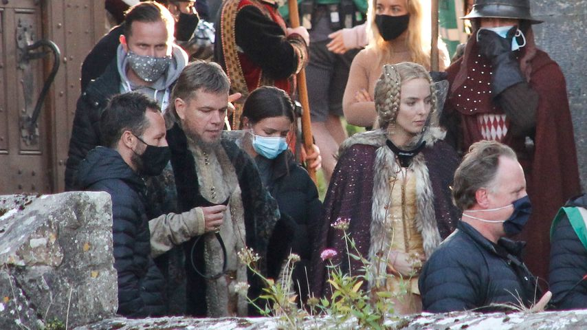 "Matt Damon und Jodie Comer am ""The Last Duel""-Set, September 2020"