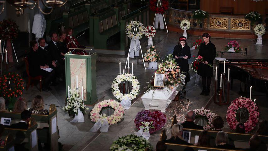 Maud Angelica und Märtha Louise bei Ari Behns Trauerfeier