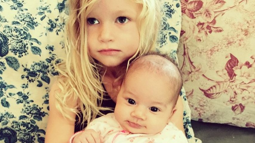 Süß! Jessica Simpsons Tochter kuschelt mit Klein Wilder