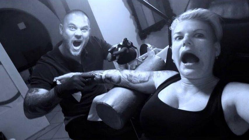 Autsch: Hier wird Melanie Müllers Riesen-Tattoo vollendet