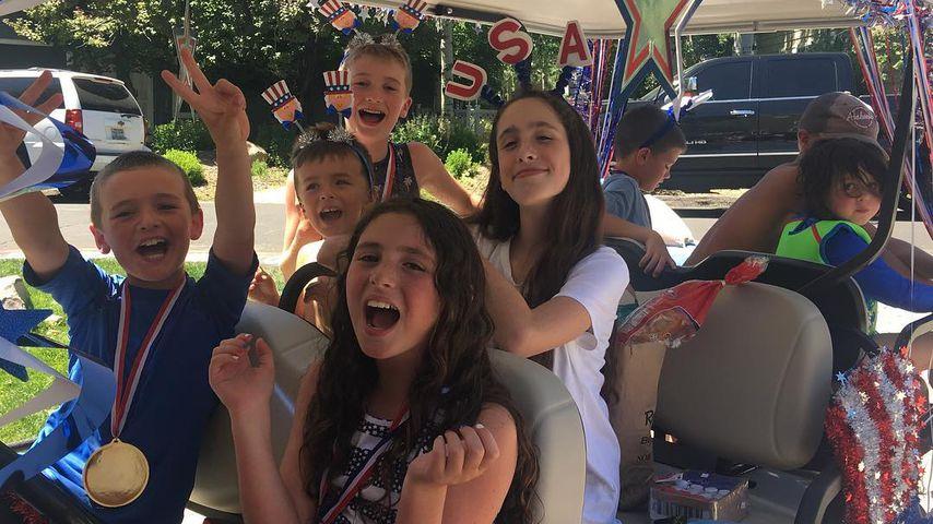 Melissa Joan Harts Söhne Tucker, Mason und Braydon am 4. Juli