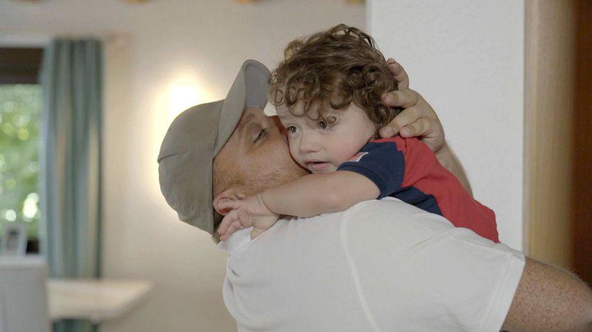 """Menowin Fröhlich mit seinem Sohn Djievess in """"Menowin – Mein Dämon und ich"""""""