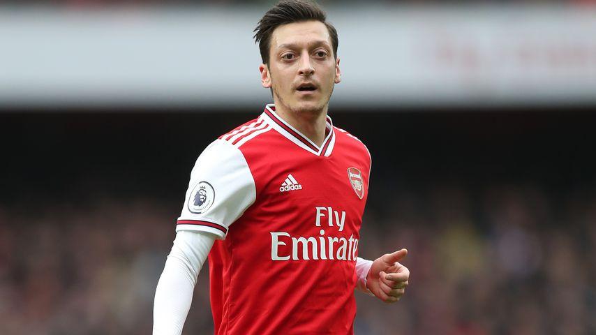 Mesut Özil bei einem Fußballspiel für den FC Arsenal