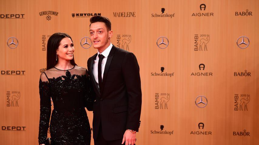"""Happy End: So verliebt strahlen Mesut & Mandy beim """"Bambi"""""""