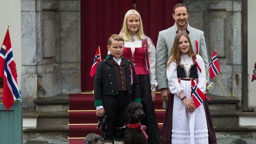 Mette-Marit, Haakon und die Kids Sverre und Ingrid