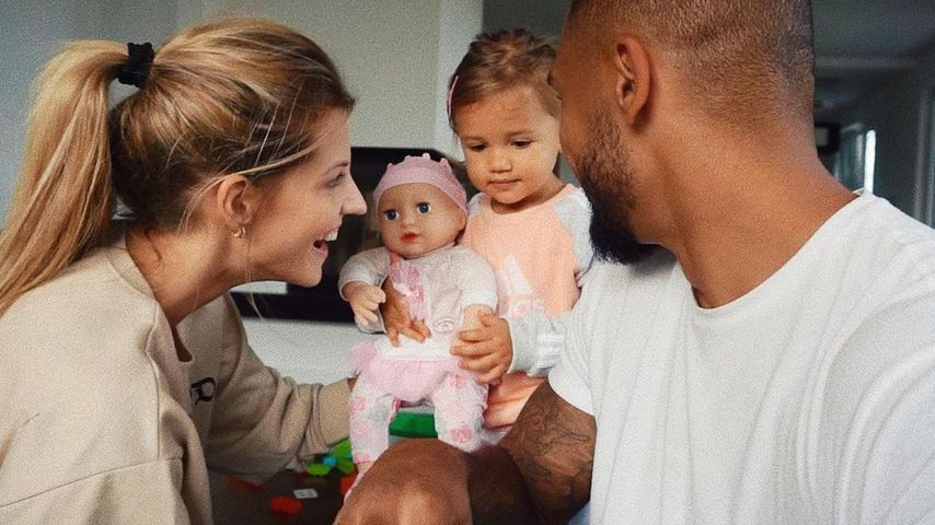 Sarah und Dominic Harrison mit Töchterchen Mia Rose