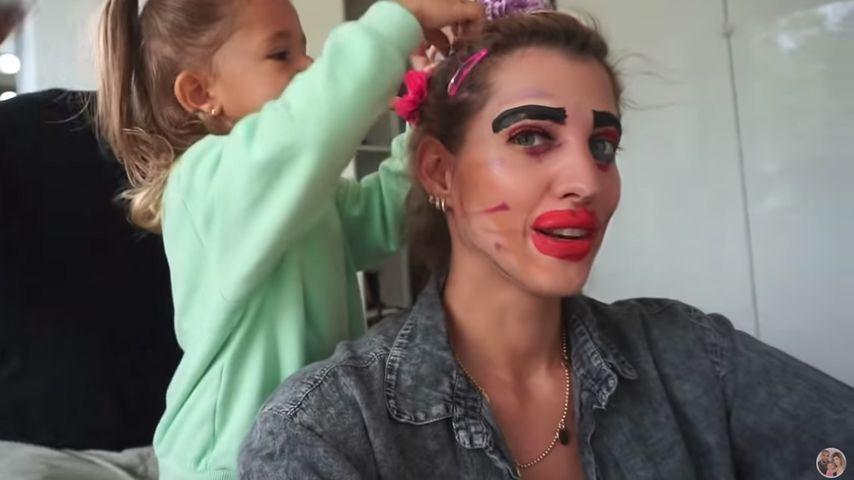 So sieht Sarah Harrison aus, wenn Mia Rose (2) sie aufstylt