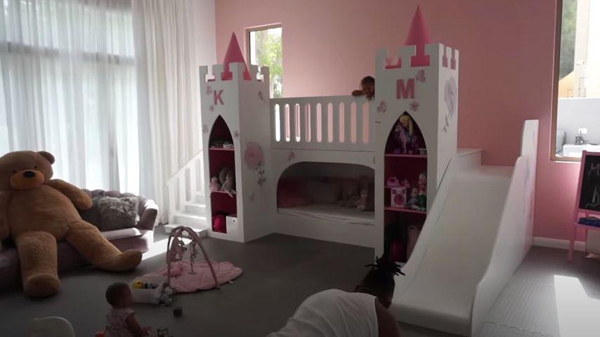 Mia und Kyla Harrisons Spielzimmer mit Schloss
