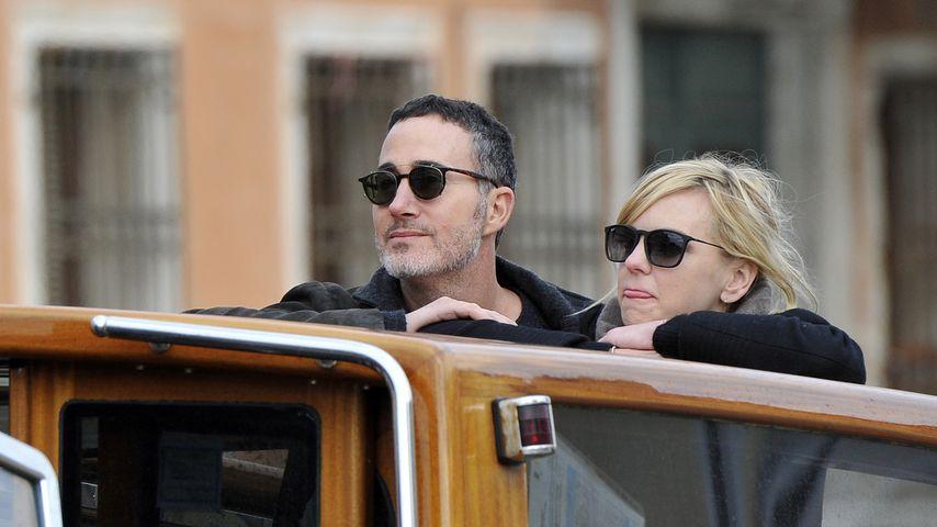 Michael Barrett und Anna Faris auf einem Boot in Venedig