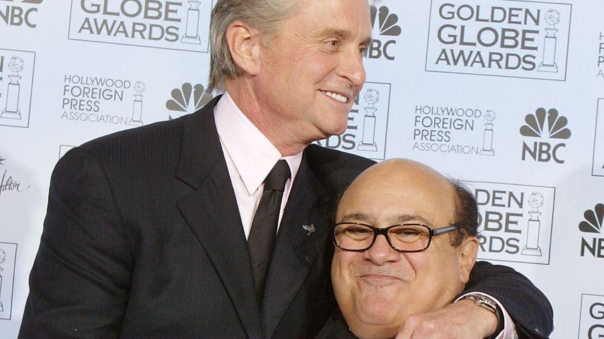 Michael Douglas und Danny DeVito bei den Golden Globes 2004
