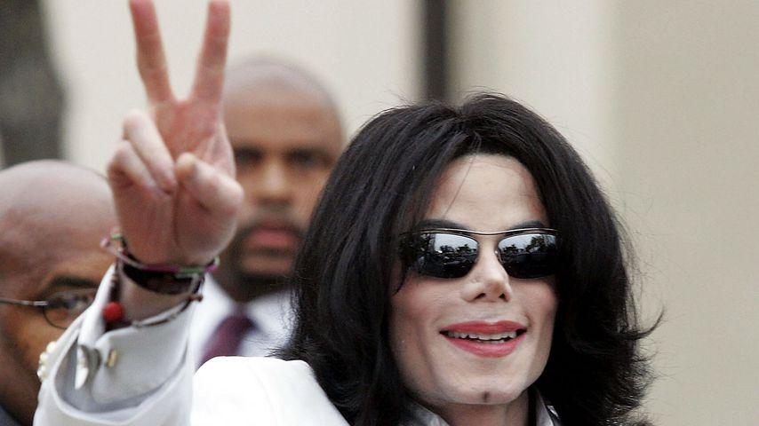 Michael Jackson vor einer Gerichtsverhandlung im September 2004