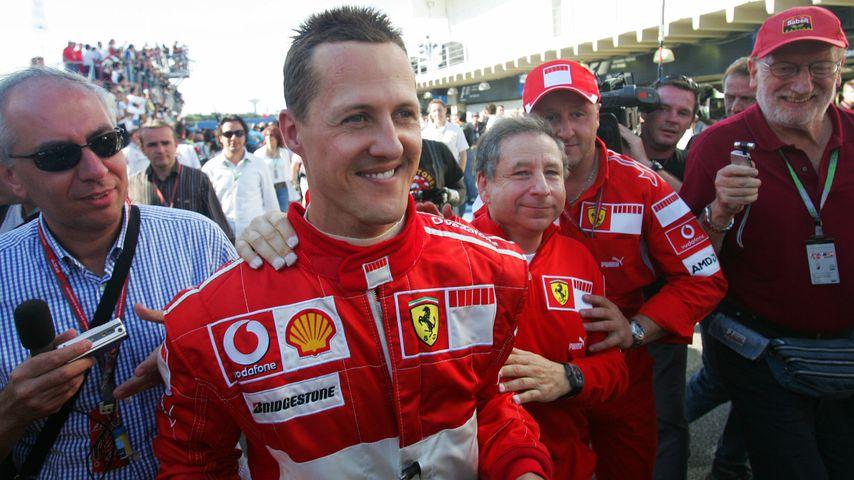 Michael Schumacher und Jean Todt (3.v.r.) im Oktober 2006