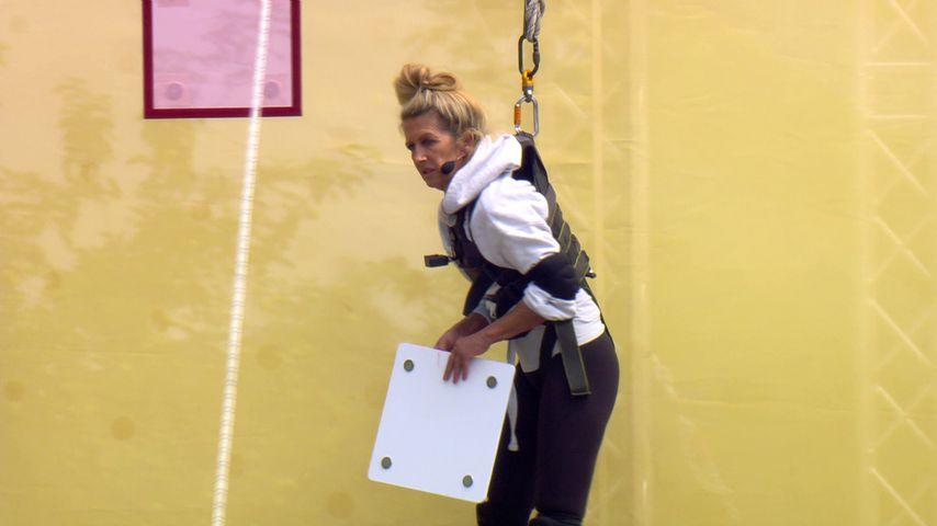 """Michaela Scherer beim """"Sommerhaus der Stars""""-Spiel in Folge 6"""