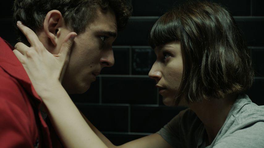 """Miguel Herrán und Úrsula Corberó in der Netflix-Serie """"Haus des Geldes"""""""