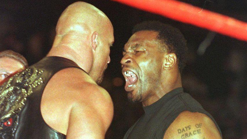 """Mike Tyson als """"Special Enforcer"""" beim Wrestling"""