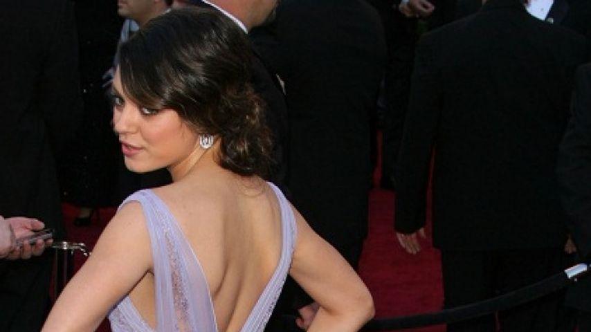 Mila Kunis & Co. zeigen uns die kalte Schulter