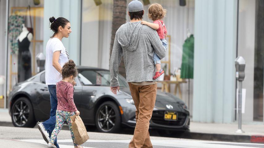 Mila Kunis, Wyatt, Ashton und Dimitri Kutcher im Juni 2018 in Los Angeles