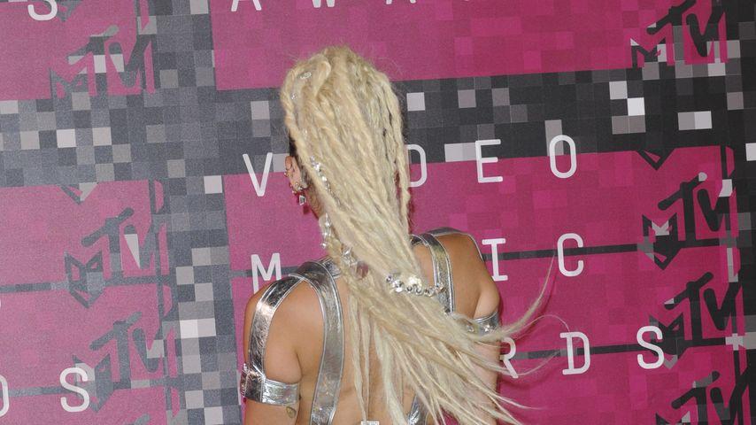 Verliebt in neuen Look: Miley Cyrus steht auf die Dreadlocks