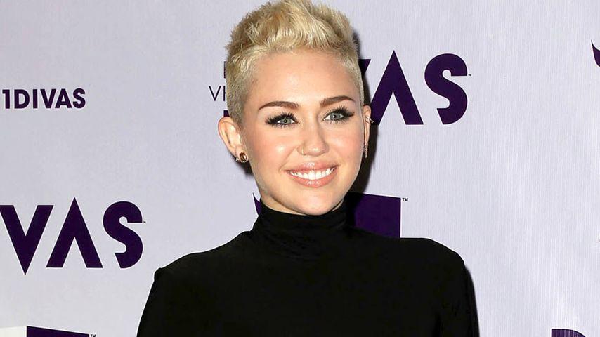 Miley Cyrus wird überhäuft mit Hochzeitskleidern