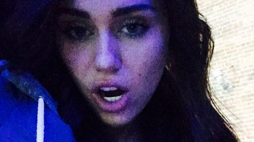 Braver Look: Miley Cyrus überrascht mit dunkler Mähne