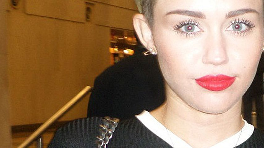 Nippel scheinen durch: Miley Cyrus vergisst den BH