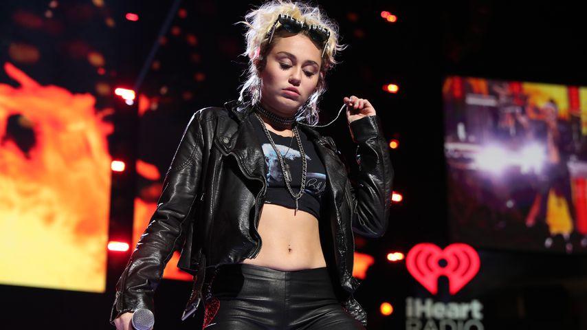 Schon wieder! Neuer Lesben-Kuss bei Miley Cyrus