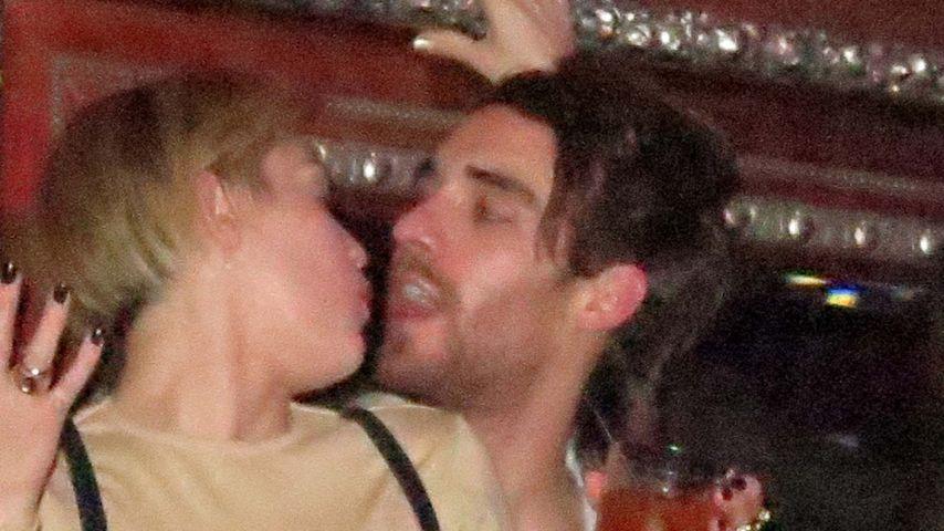 Geili-Miley in Ekstase: Wer ist dieser Unbekannte?