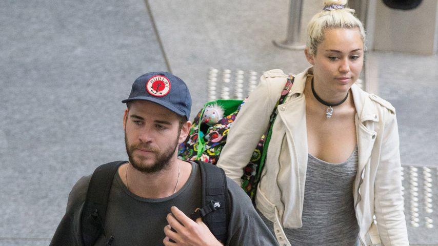 Ernste Mienen: Miley Cyrus & Liam Hemsworth wirken müde