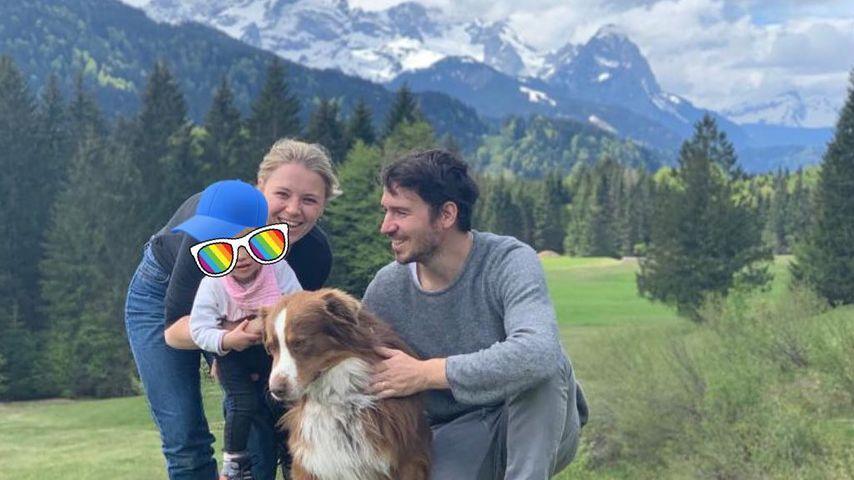 Miriam und Felix Neureuther mit ihrer Tochter