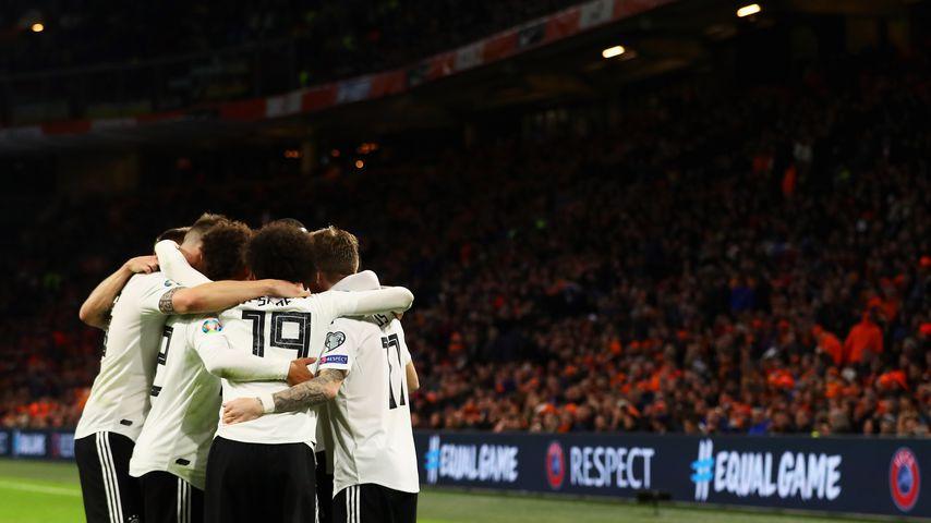 Wegen Corona: Fußball-EM wird um ein Jahr verschoben!
