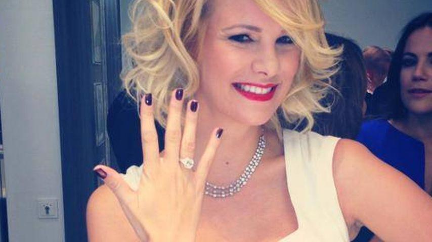 Verlobt? Monica Ivancan posiert mit Diamant-Ring!