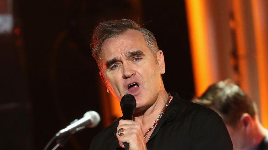 Auftritt abgebrochen - Morrissey-Konzert: Fans stürmen Bühne und werfen Sänger fast um