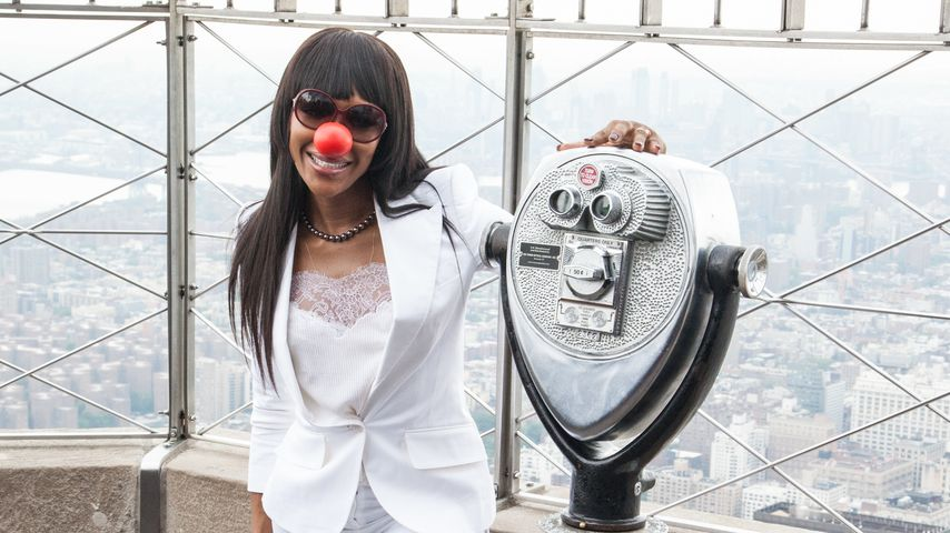 Model-Diva ganz zahm: Naomi Campbell strahlt am Red Nose Day