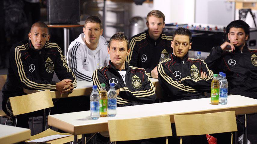 Jérôme Boateng, Thomas Hitzlsperger, Manuel Neuer (hinten); Miroslav Klose, Mesut Özil, Serdar Tasci