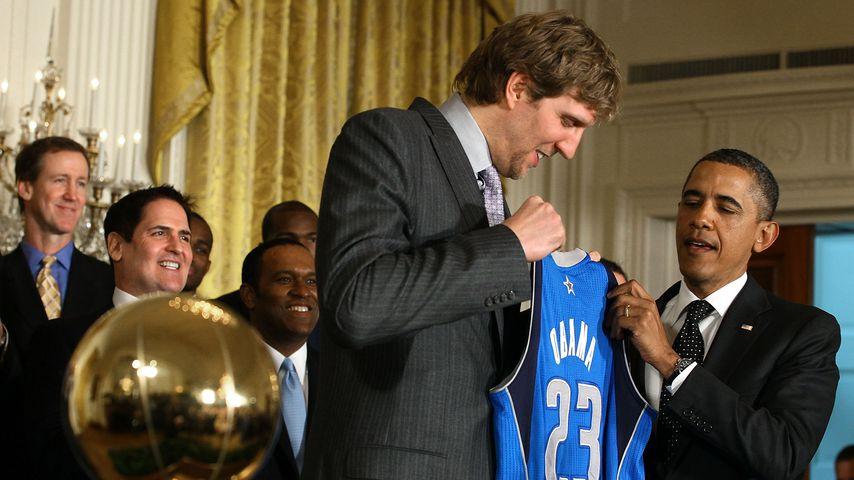 NBA-Champion Dirk Nowitzki mit dem damaligen US-Präsidenten Barack Obama im Januar 2012