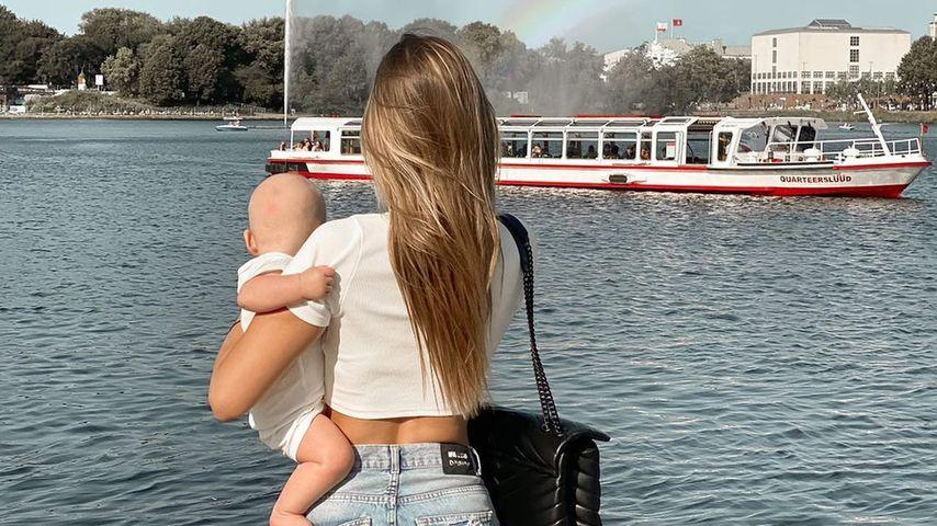 Neele Bronst und ihr Sohn im August 2021