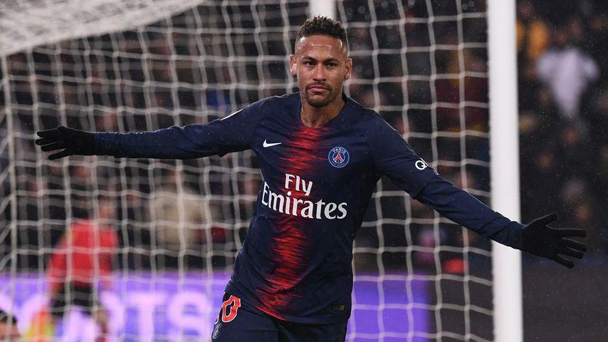 Video-Beweis: Fußballstar Neymar Jr. schlägt pöbelnden Fan!